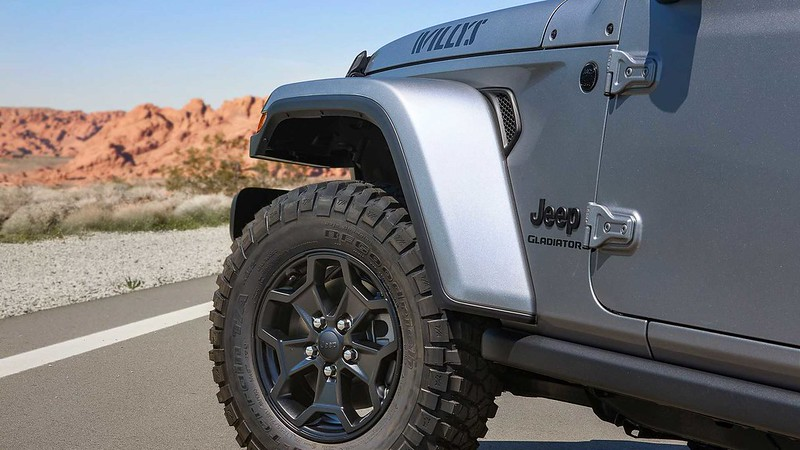 jeep-gladiator-willys-wheel-close