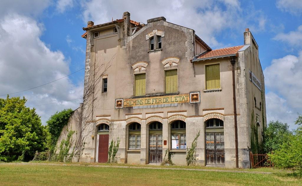 Gare SNCF du Douhet, architecte Pierre Esquié, appartenant a Butagaz (17)