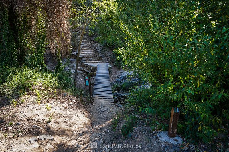 Pasarela del Camí del Rec que cruza la riera de La Selva cerca de Lo Pont Alt