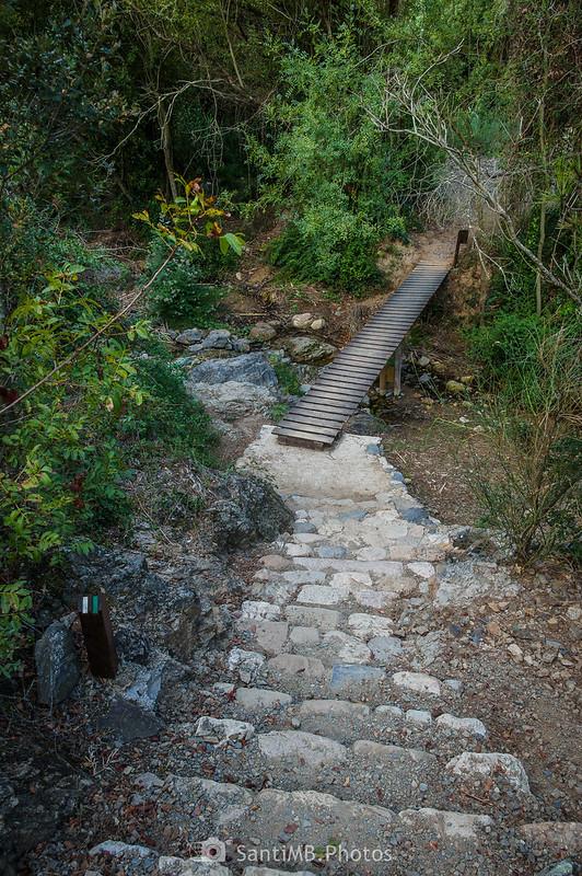 Camí del Rec cruzando la riera de La Selva