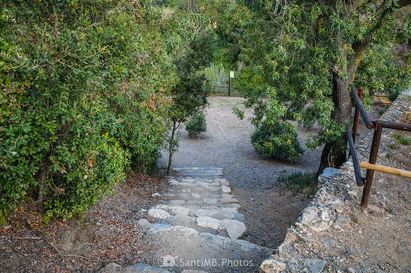 Acceso al área de descanso del Pont Alt del Camí del Rec