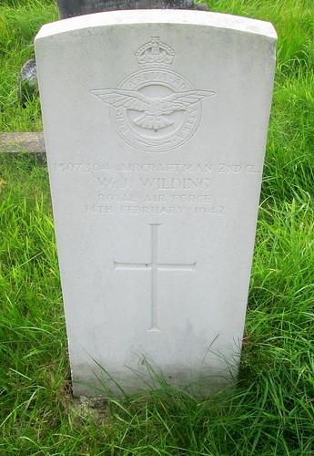 Second World War Grave, Chester, Overleigh Cemetery