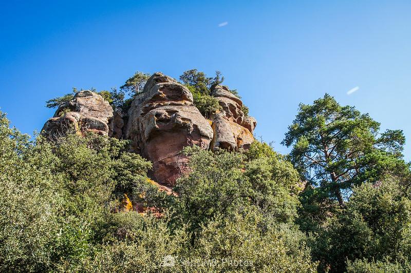 Formación rocosa al lado de la Roca dels Corbs