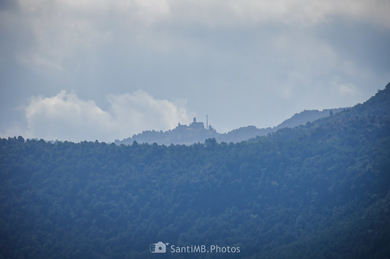 Sant Pere de Mont-ral desde la Roca dels Corbs de Prades