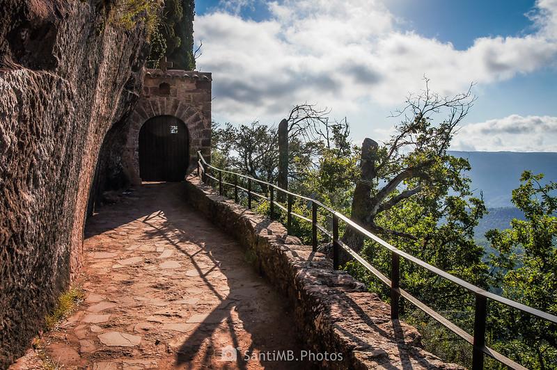 Entrada a la ermita de l'Abellera