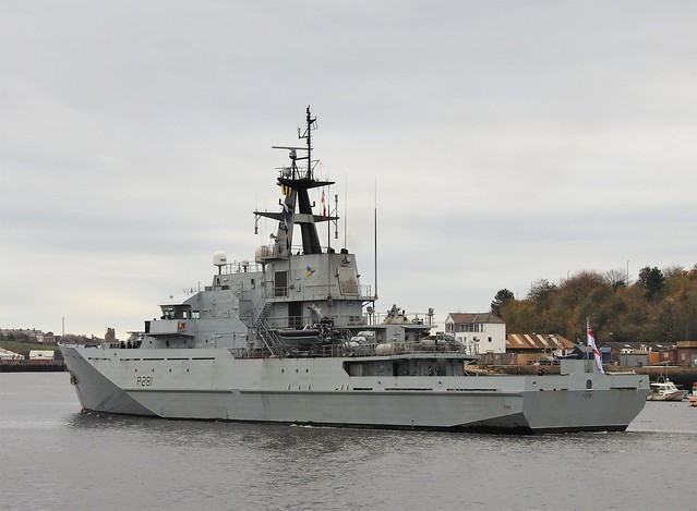HMS Tyne Departing River Tyne - South Shields