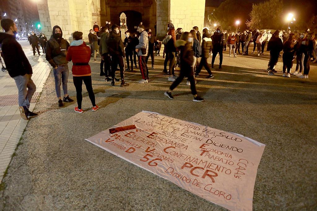 Tomás Alonso  ICAL . Disturbios en el barrio de Gamonal tras finalizar una concentración en contra de las restricciones para frenar el COVID-19 (4)