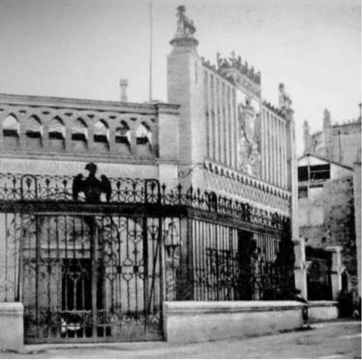 Rejas de Julio Pascual que cerraban el acceso a la Escuela de Artes.