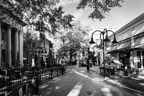 blackandwhite monochrome charlottesville virginia downtownmall nikon early sunrise lightroom d7200 historic