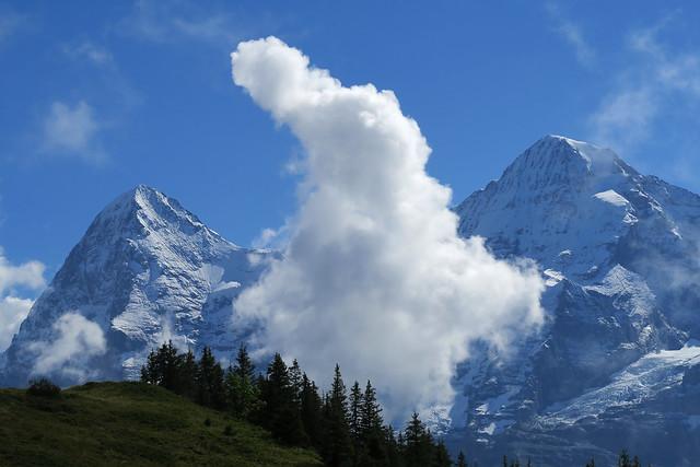 Halloween ghost cloud...between Mönch and Jungfrau