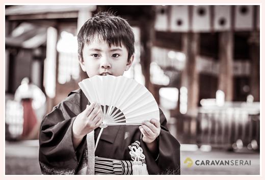 七五三 白い扇子を持った5歳の男の子