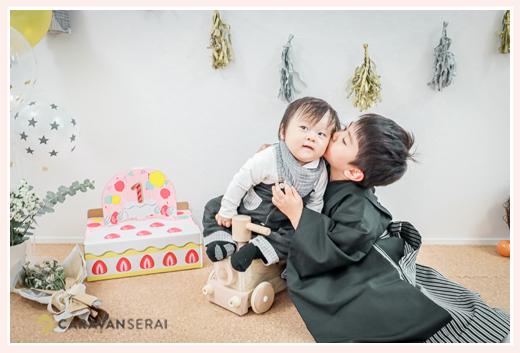 1才のお誕生日 お兄ちゃんが弟君にキス