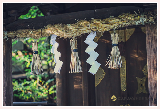 秋の神社 しめ縄