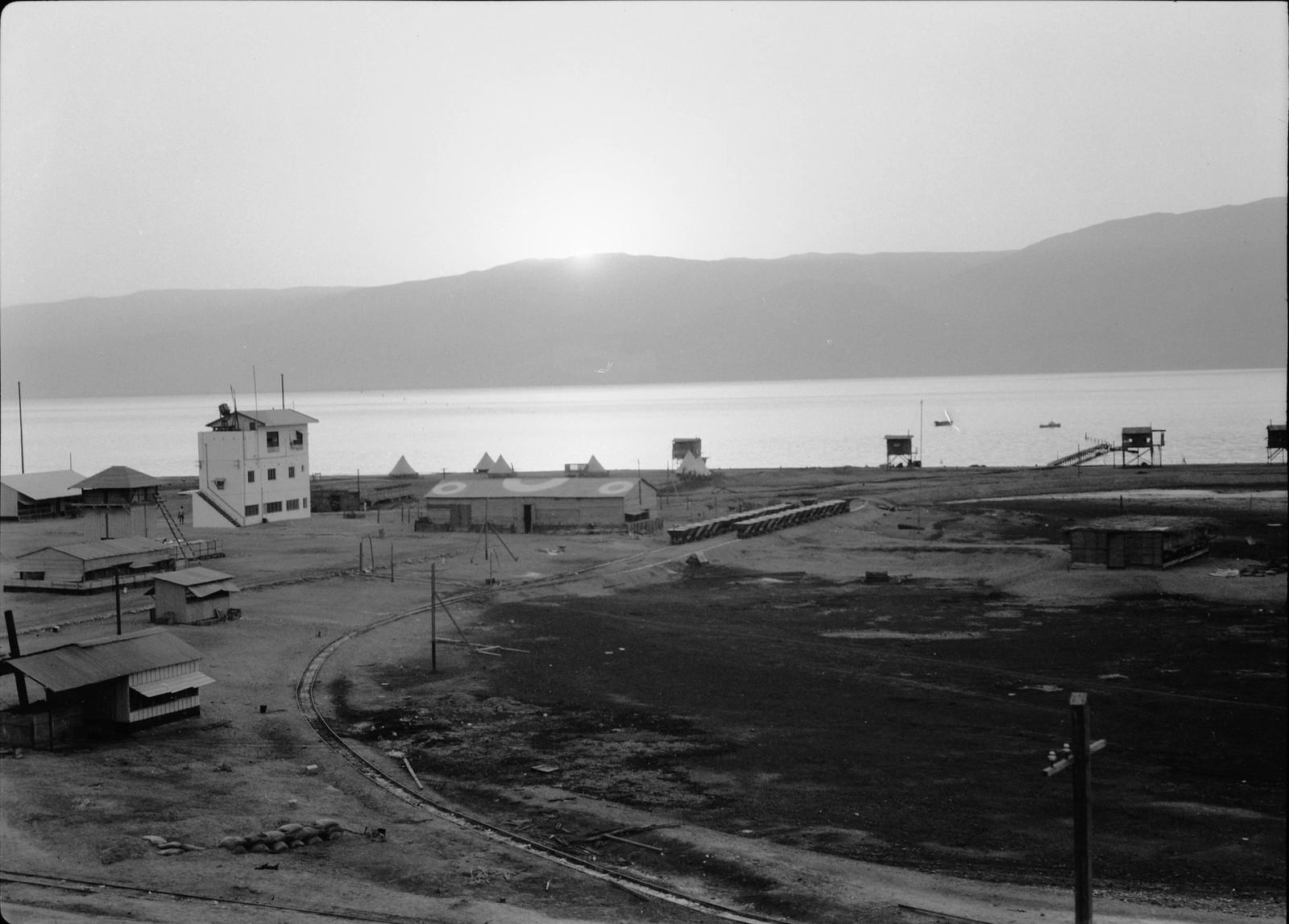 29. Восход солнца над лагерем в Усдуме.