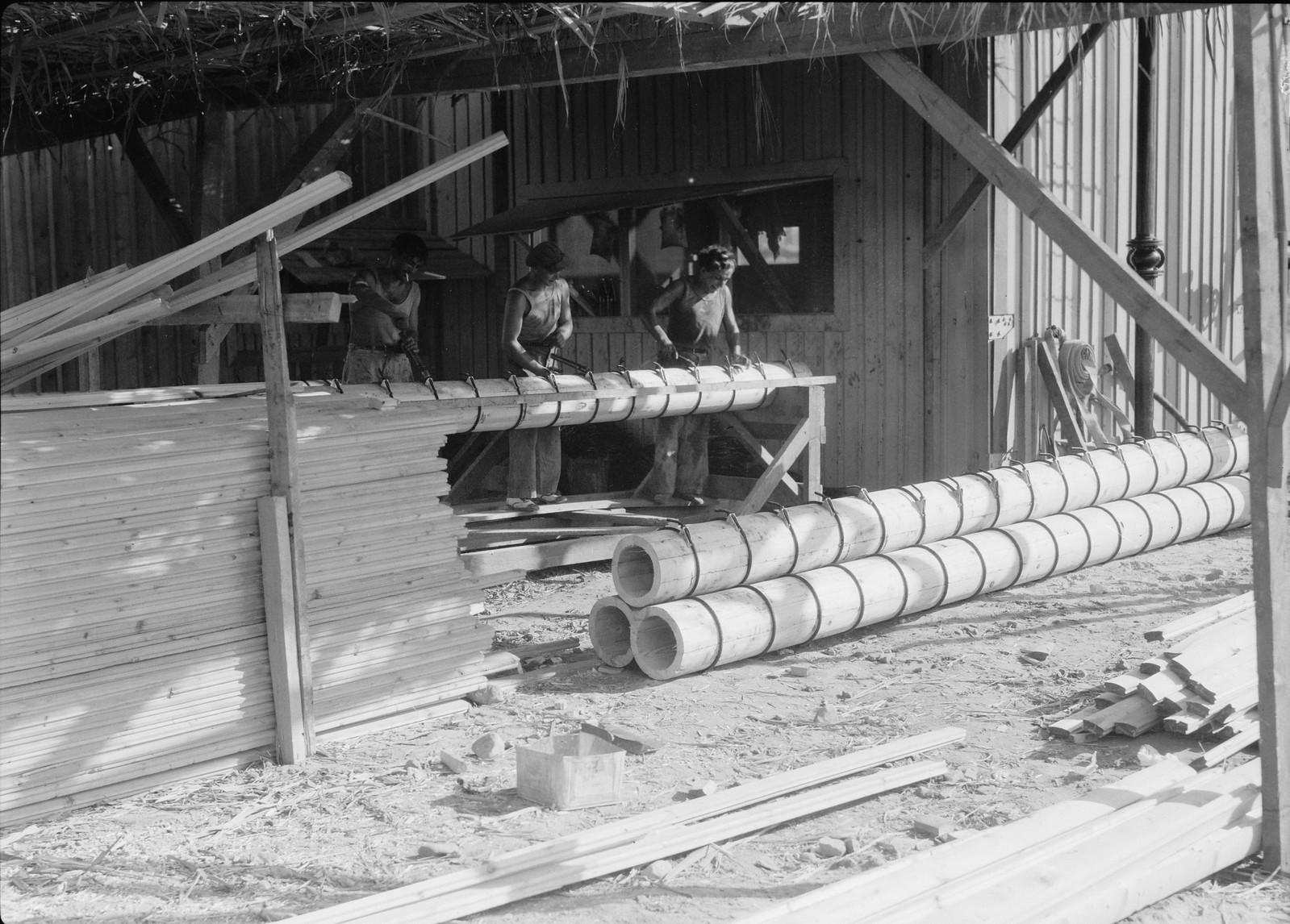 08. Строительство деревянных труб для пресной воды.
