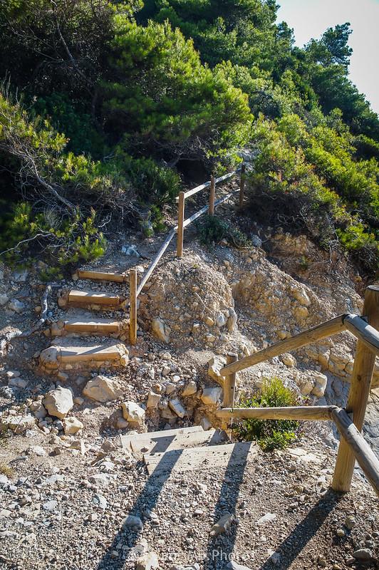 Escaleras de acceso a la Cala Garretes