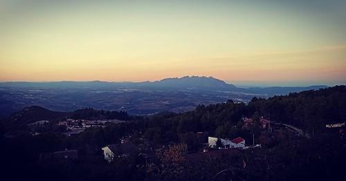 #Capvespre sobre #Montserrat i Ca n'Oller de la #Muntanya #Gelida #Penedès