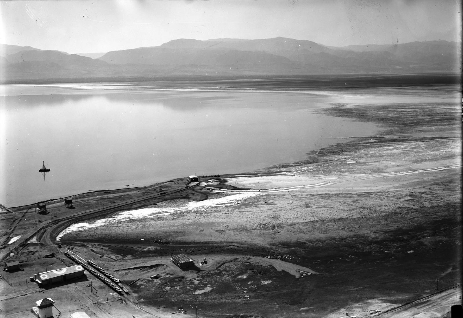23. Южный берег Мертвого моря с высот Усдума