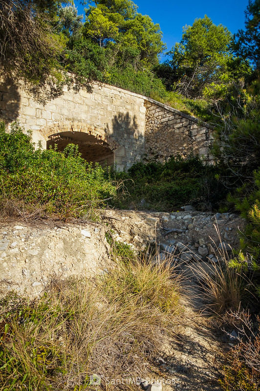 Túnel del barranco de Garretes bajo la AP-7 y las vías del tren