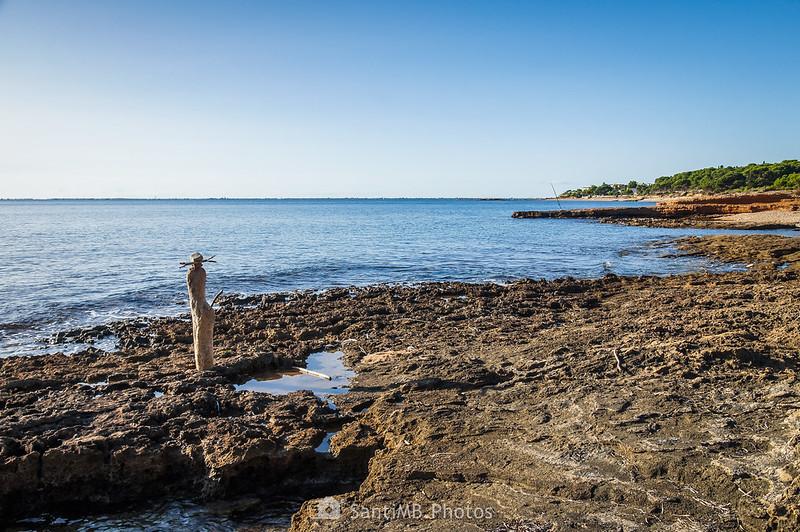 Especie de escultura natural en la playa adjunta a El Molar