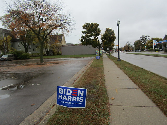 Biden-Harris campaign signs among Sheridan Road