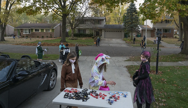Halloween 2020, Table in Driveway