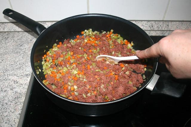 22 - Fry & hackle corned beef / Corned Beef anbraten & zerkleinern
