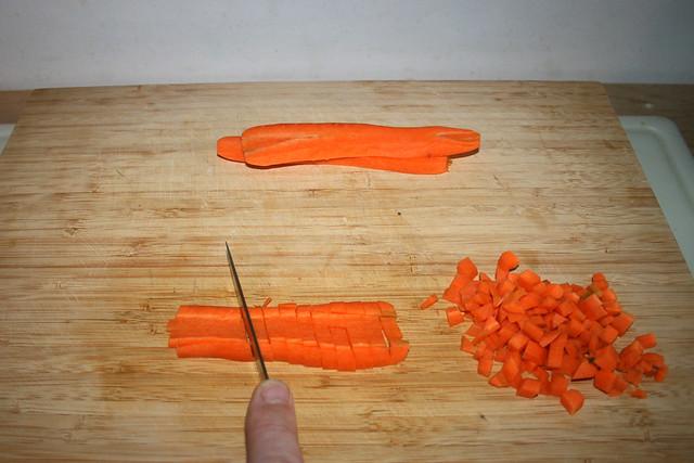 05 - Dice carrot / Möhre würfeln