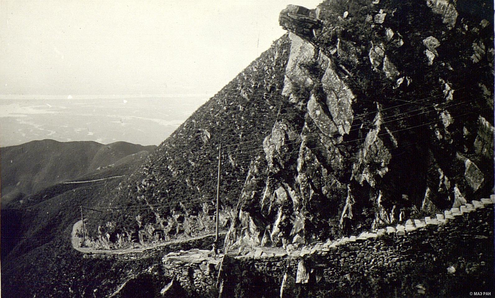 Лестница, вырубленная в скалах на Гулине