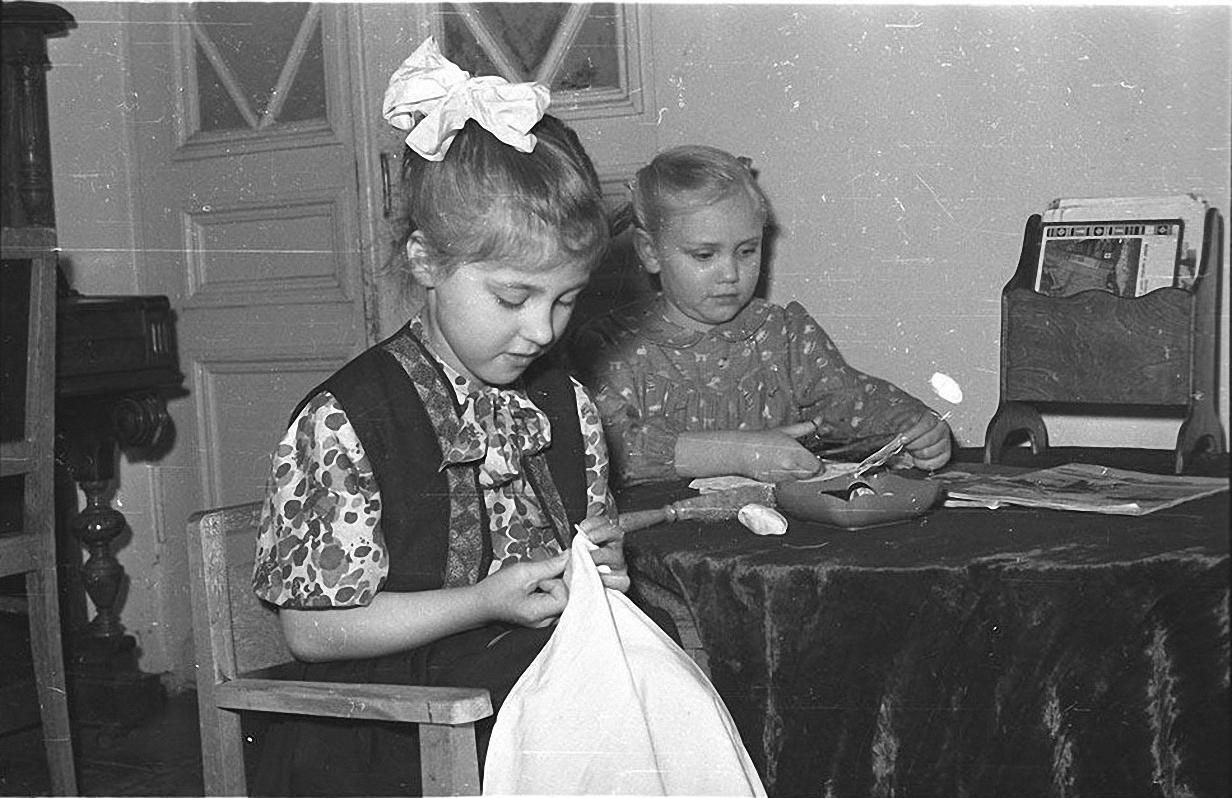 1970-е. Детский сад. Дети играют в группе