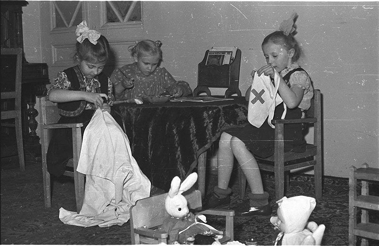 1970-е. Детский сад. Дети играют в группе.
