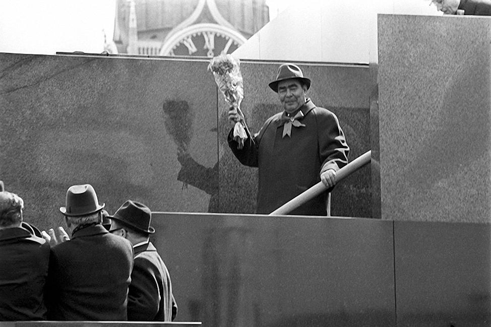 1970. Генеральный Секретарь ЦК КПСС Леонид Ильич Брежнев на трибуне Мавзолея