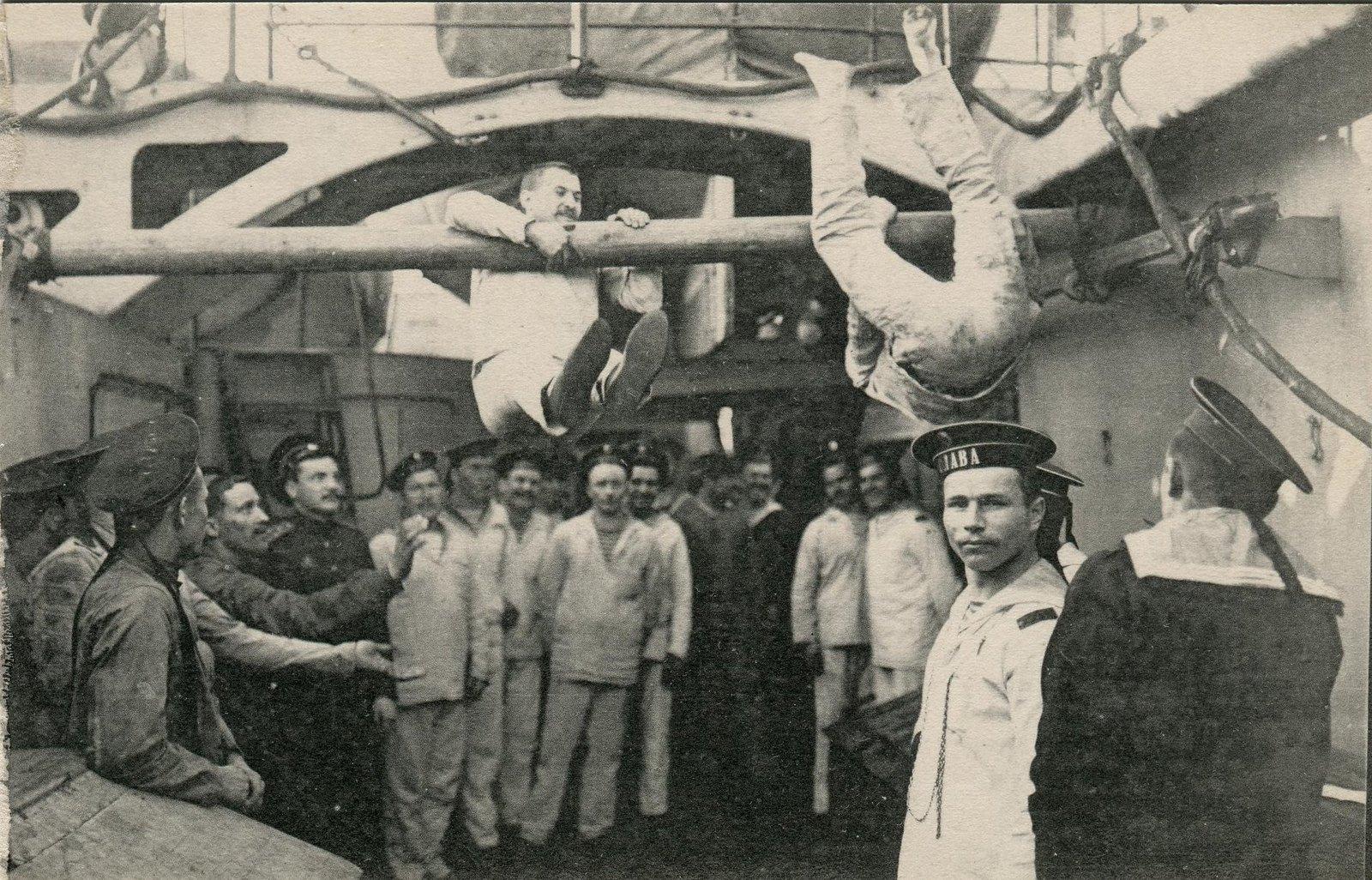 25. Матросы за гимнастикой