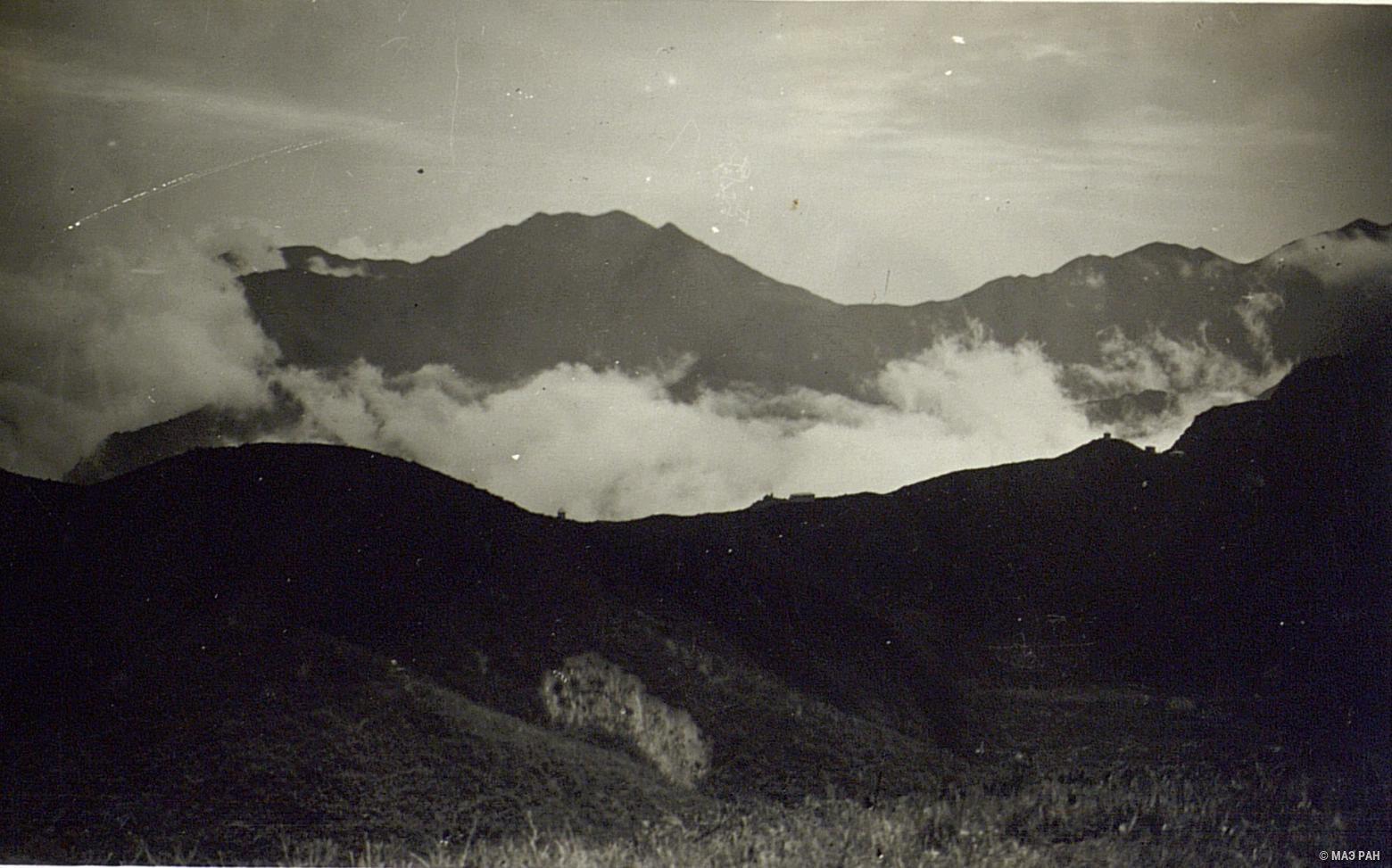 Облака в горах над Гулином