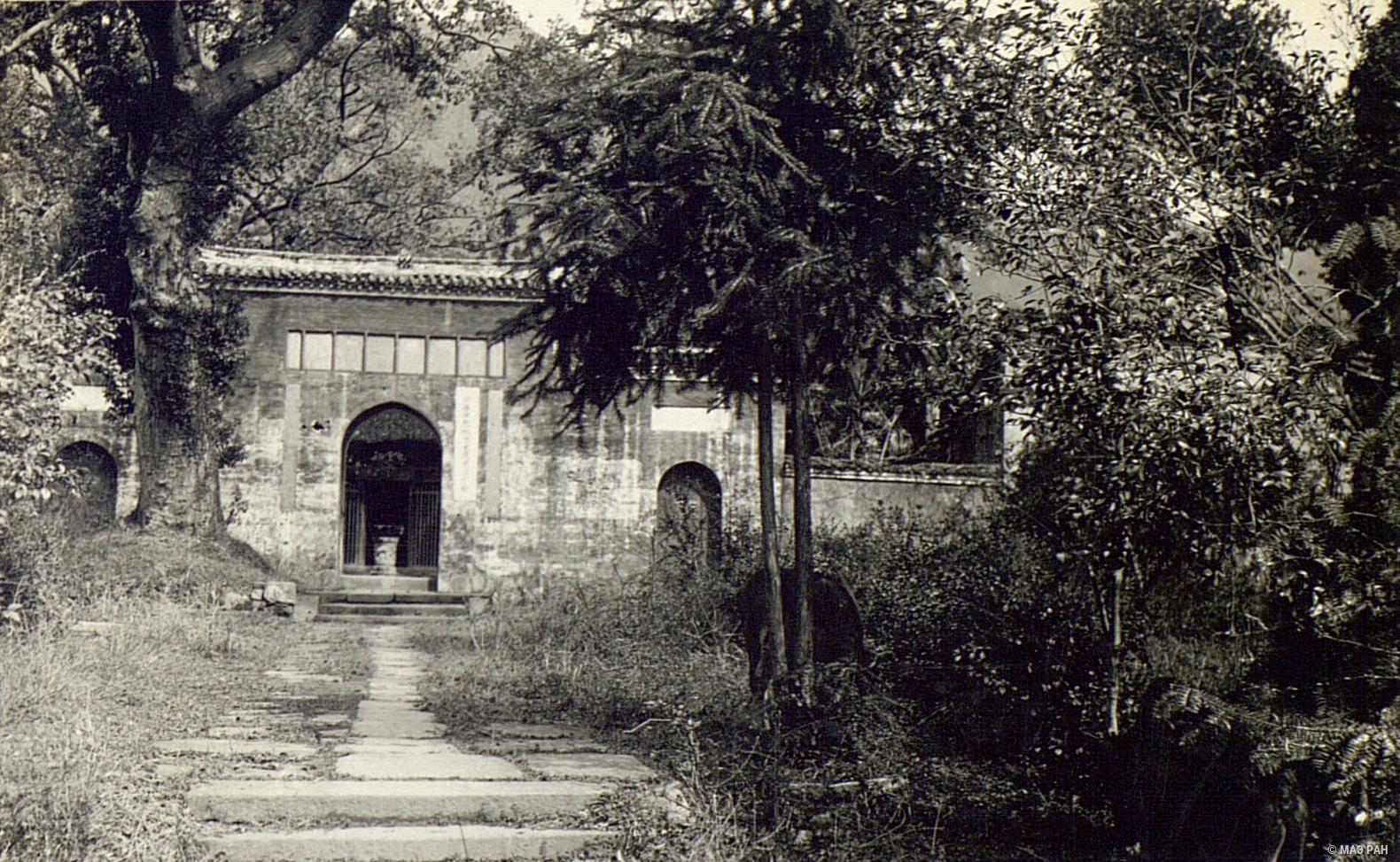 Вход в храм в Гулине