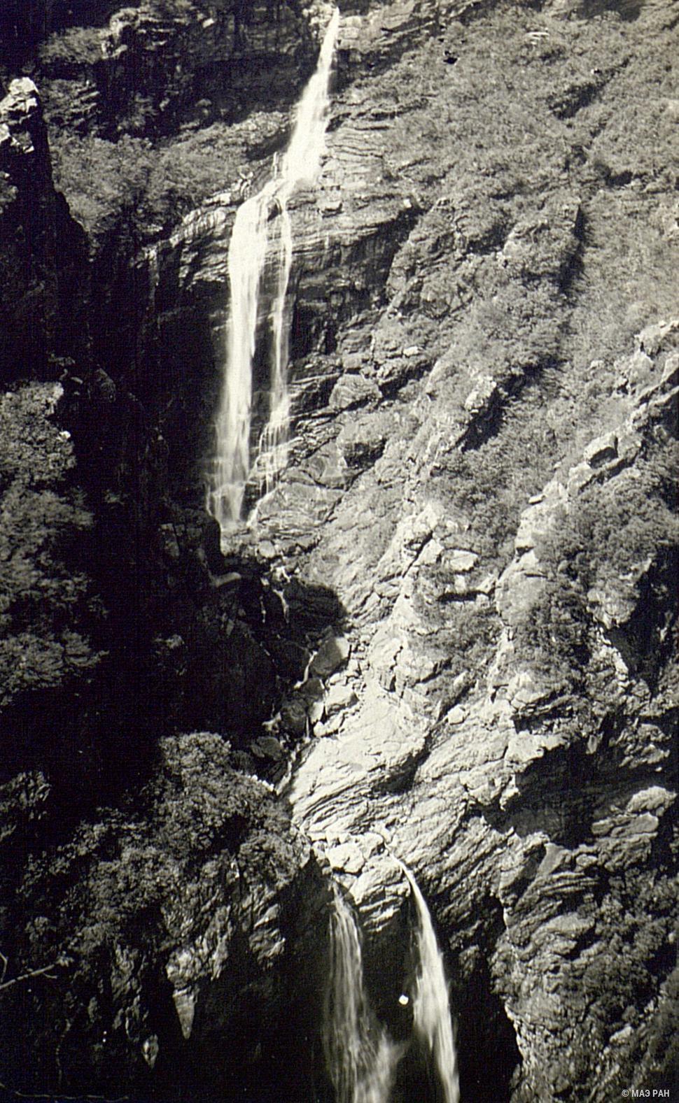 Водопад в горах Гулина