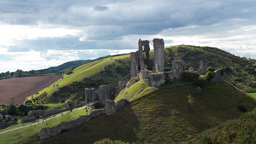 dorset purbecks corfecastle nationaltrust landscape summer2020 summer overcast hill hills sunshine clouds sky castle ruin ruins