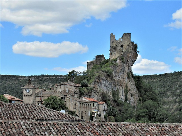 Village and ruined château, Penne, France