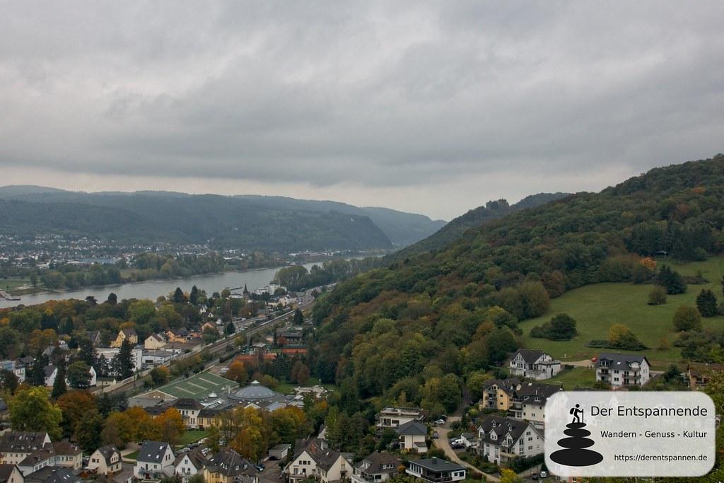 Blick auf Bad Breisig (links unten Römer-Thermen), Rhein und Burg Rheineck