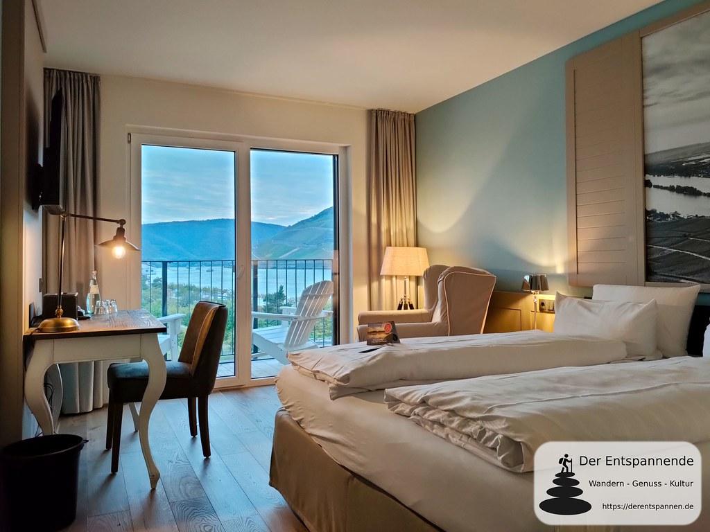 """Zimmer im Hotel Papa Rhein mit Blick auf Rhein (""""Binger Loch"""")"""
