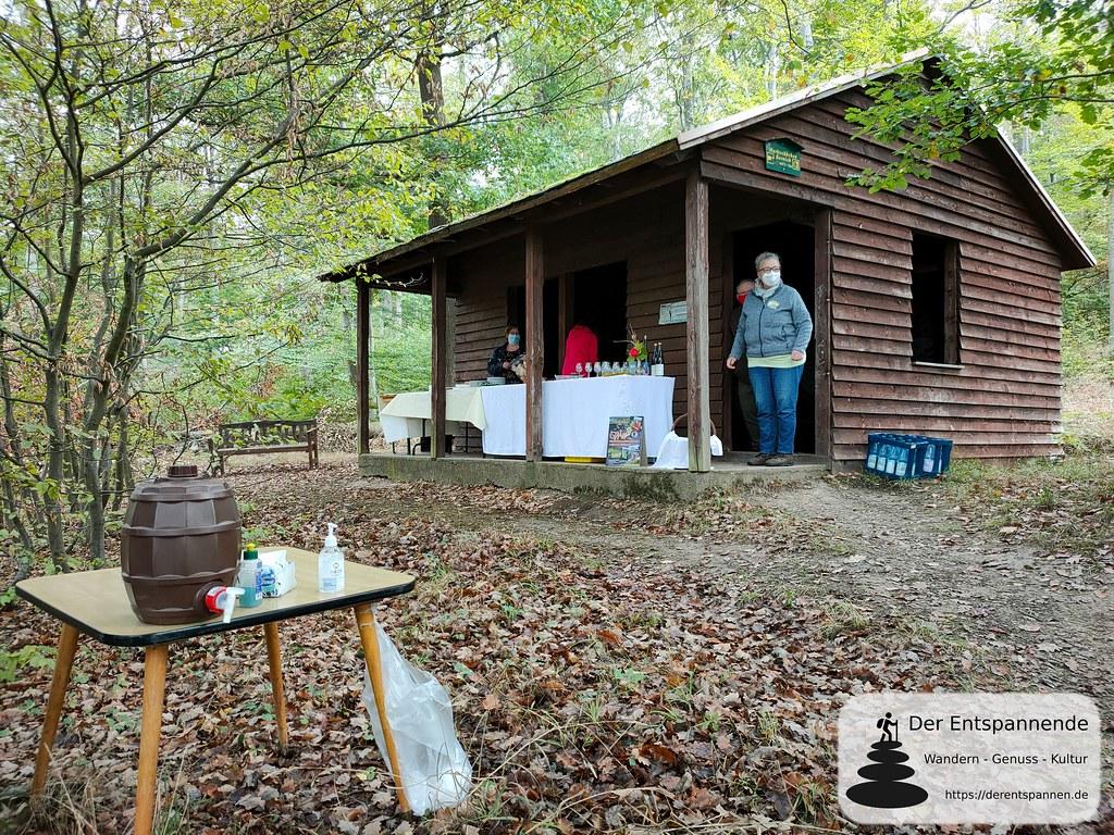 Mittagsimbiss bei der Winzergenossenschaft Loreley Bornich in der Schutzhütte Gemarkung Bornich
