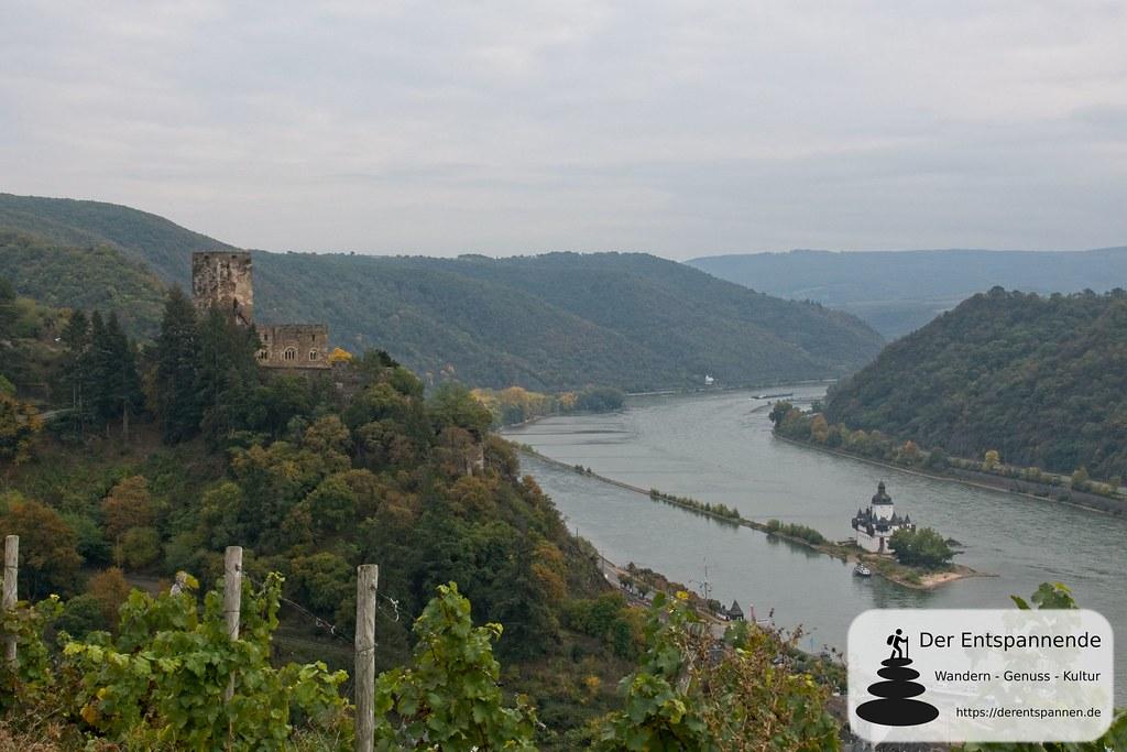 Rheinsteig: Über Kaub mit Blick auf Burg Gutenfels und Burg Pfalzgrafenstein