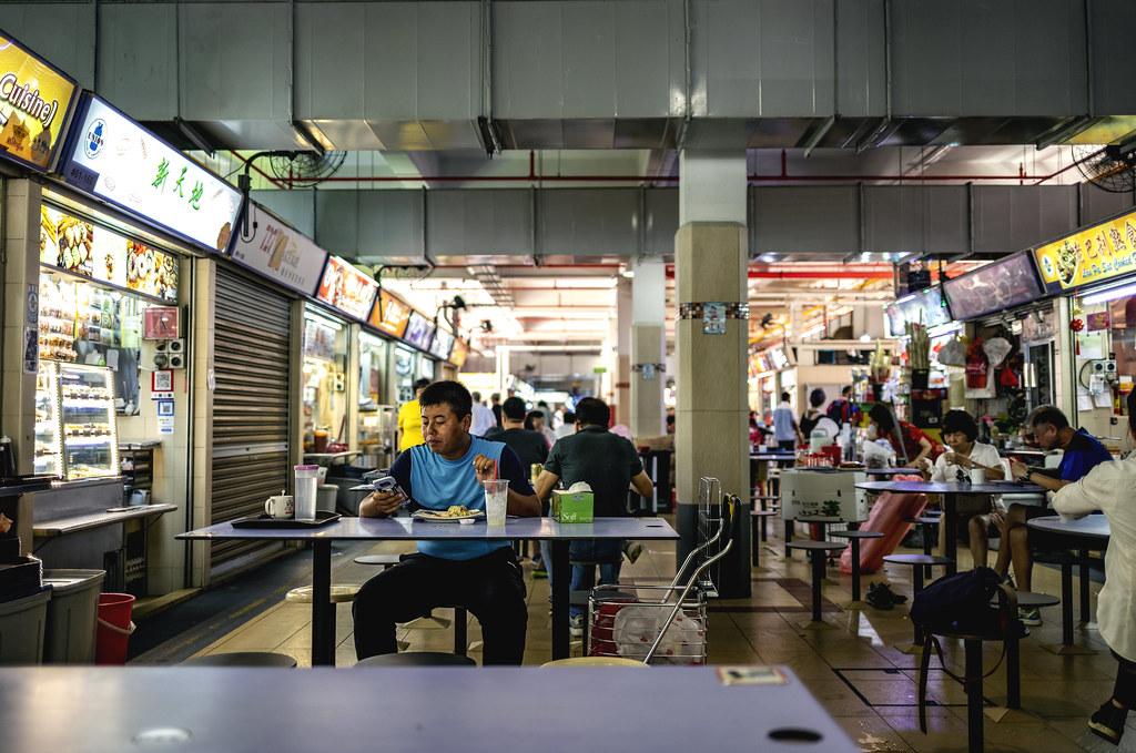 新加坡小吃街。圖片來源:Daniel Lee(CC BY-NC-ND 2.0)
