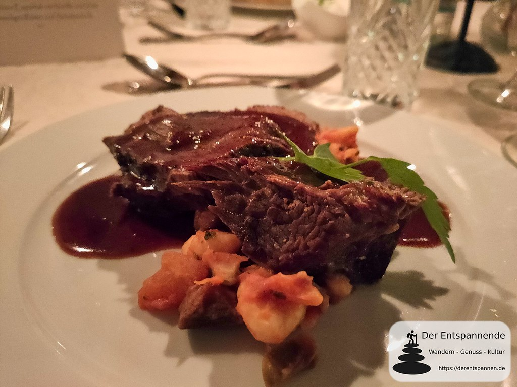 Dinner for Seven auf Burg Sterrenberg: Sou vide gegartes mittelrheinisches Weiderind, Burgunder Trüffel Jus auf Gnocchi Ratatouille Eintopf