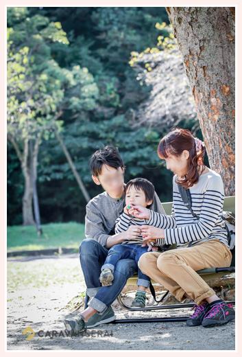 公園で家族でシャボン玉