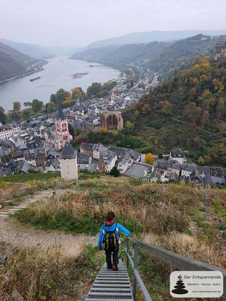 Abstieg zum Postenturm, mit Blick auf Kirche St. Peter und Wernerkapelle in Bachararach