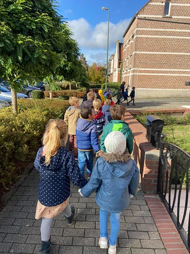 1ste leerjaar - Godsdienst en Zedenleer: Bezoek aan het kerkhof