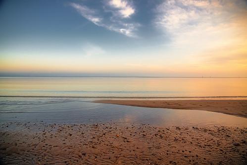 balticsea beach blue colors clouds schleswigholstein licht deutschland d850 details sea seascape weather farben himmel horizont nikon sky wolken light nature ostsee sonnenaufgang reflexionen sunrise sand outside water wind