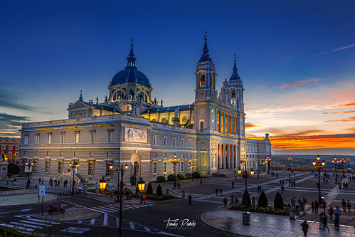 catedral monument patrimonio madrid spain españa atardecer canon clouds sky sunset laalmudena