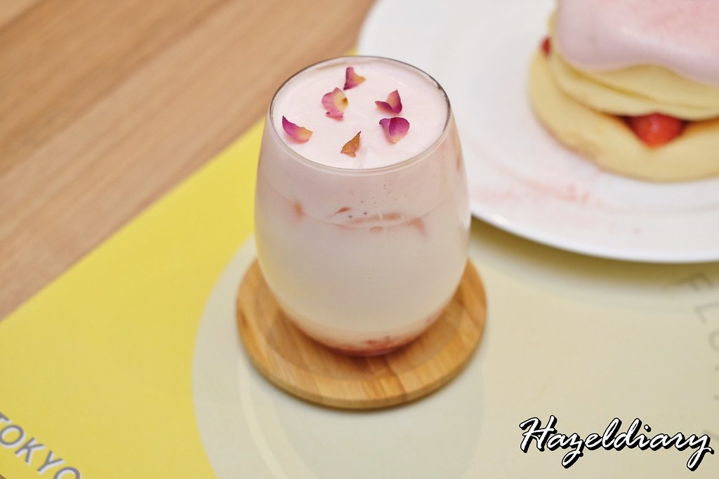 FLIPPER'S Singapore-Rose Strawberry Milk